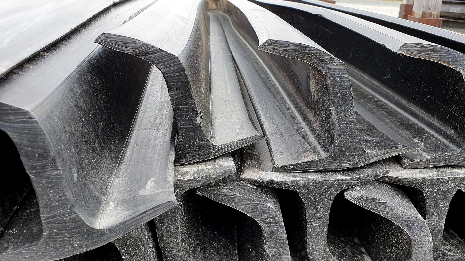 Tasseaux caoutchouc pour la fabrication de bandes transporteuses